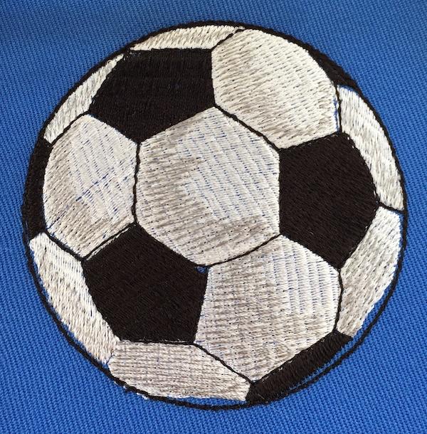 Fussball sticken mit der Elna eXpressive 830L